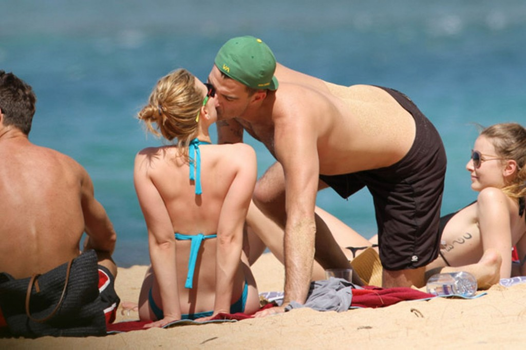 Scarlett Johansson and boyfriend Nate Naylor on the beach in Hawaii