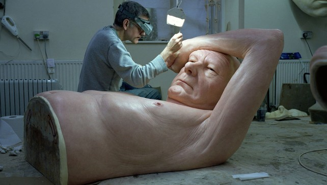 New Hyper Realistic Sculptures by Ron Mueck Is Amazing!