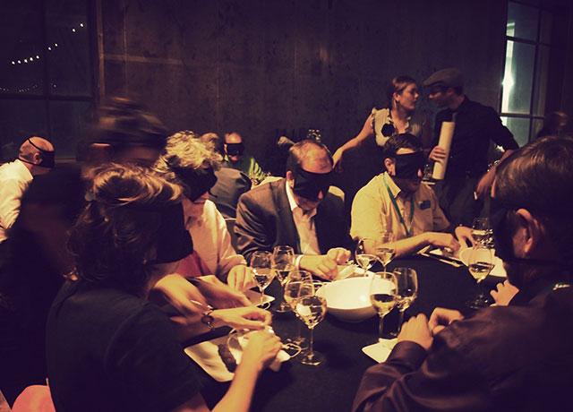 Most bizarre and unusual restaurants in the world for Dans ke noir